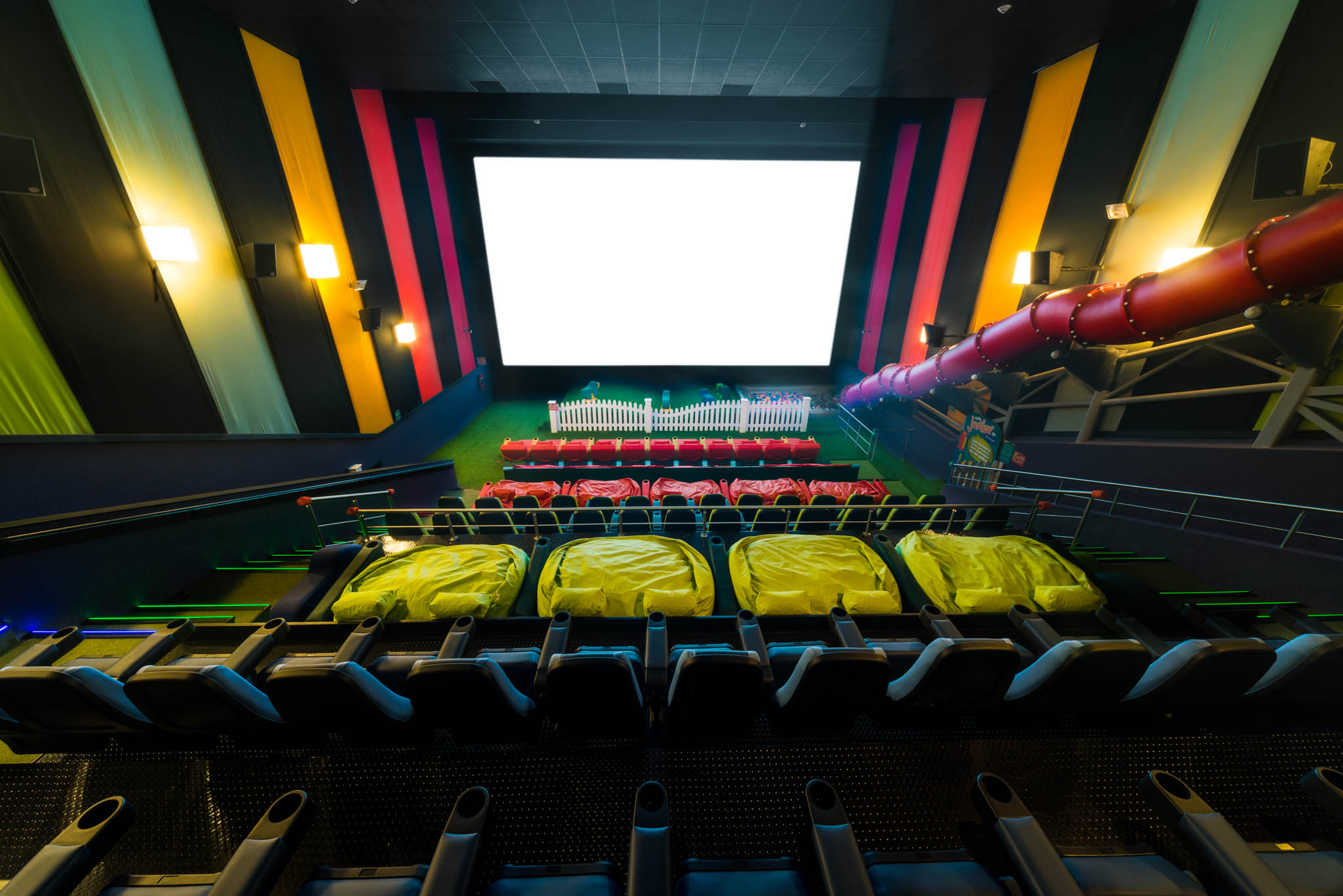 Movie theater chain to open nation 39 s first auditoriums for Sala 4d cinepolis